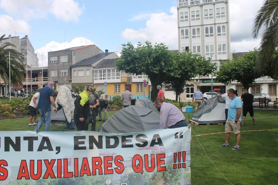 Los trabajadores de las auxiliares de Endesa levantaron la acampada frente al concello. FOTO: sindicatos