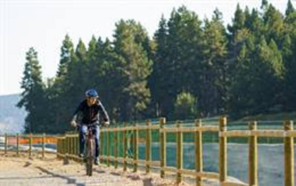 FGC incorpora bicis eléctricas para los desplazamientos internos en las estaciones de montaña