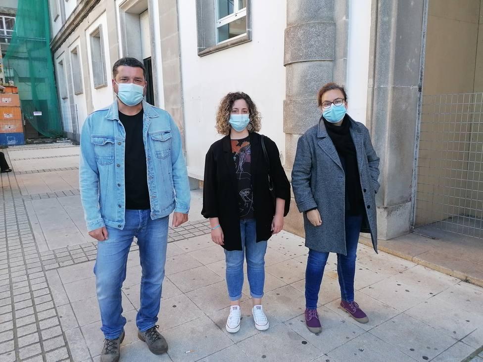 Ramón Fernández, Rocío y Mercedes Tobio a las puertas del Fontela Maristany de Ferrol