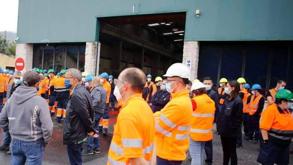 Concentración de los trabajadores de Vestas a las puertas de la fábrica vivariense