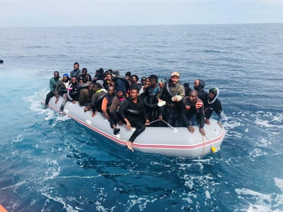 Ascienden a 101 personas, ocho niños, las rescatadas este sábado de cinco pateras en el Estrecho