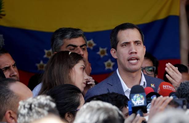 Guaidó asiste a misa dominical en Caracas