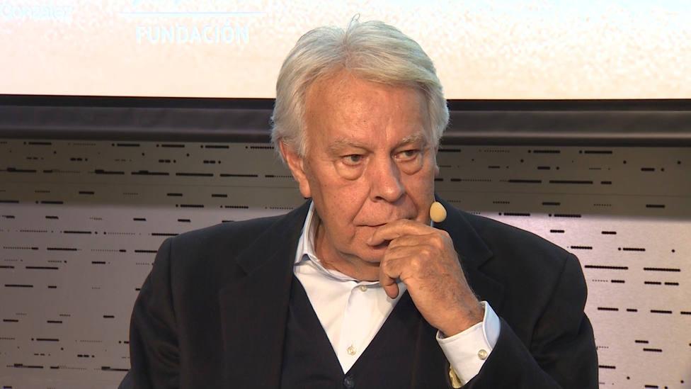 Felipe González destaca la lealtad de Rubalcaba hacia el proyecto político del PSOE, más que a cualquier persona