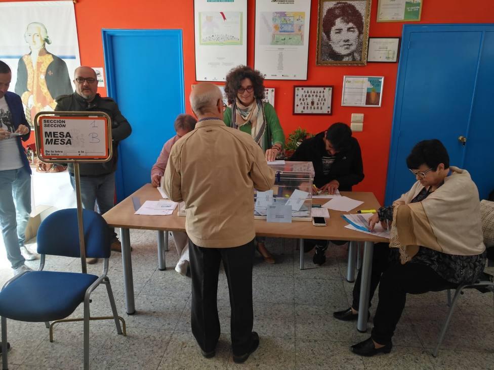 La jornada de votación transcurre con normalidad en las mesas electorales de nuestras comarcas