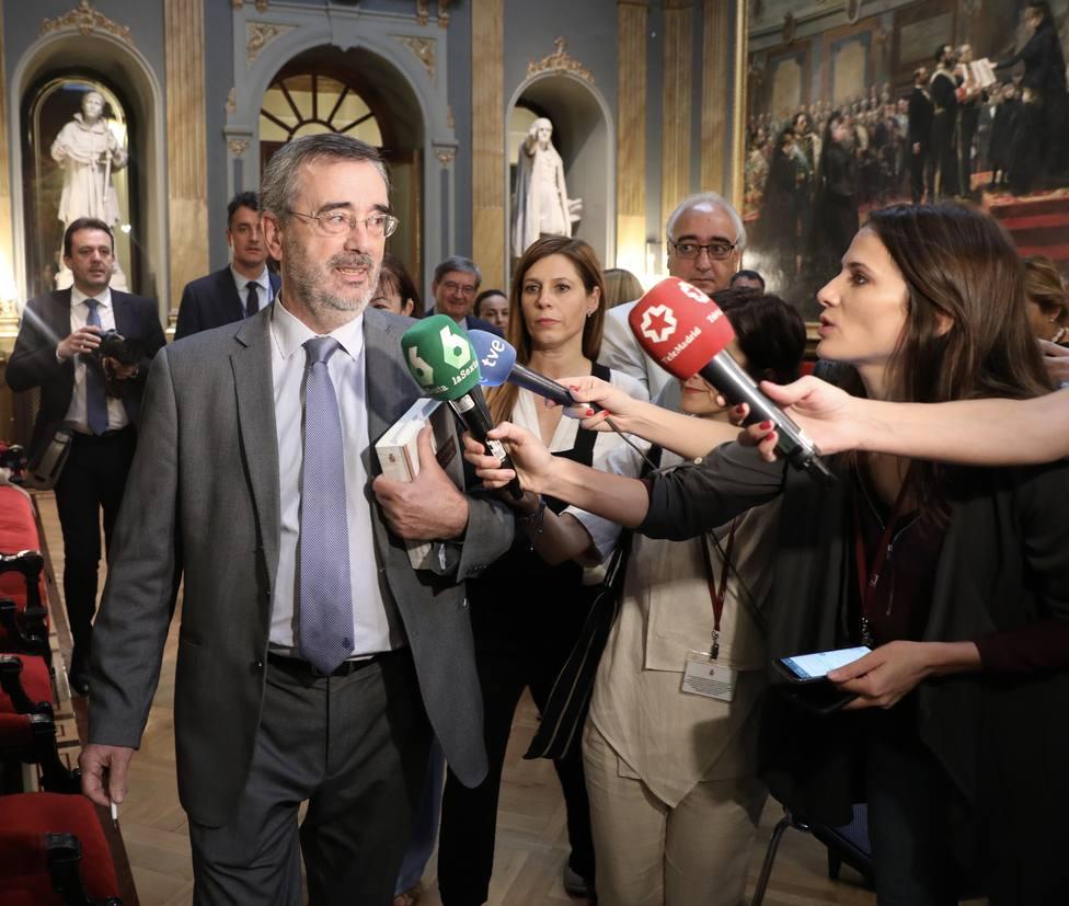 El PP muestra prudencia sobre Cruz, Cs exige más explicaciones y el PSOE asegura que se las dará uno a uno