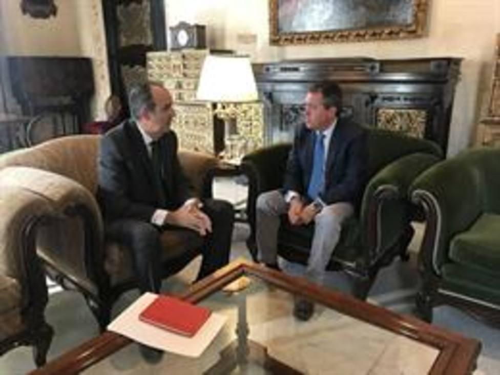 El Alcalde Juan Espadas y el comisionado del Poligono Sur Jaime Bretón