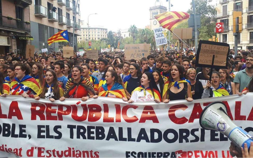 La enseñanza universitaria es la que más sigue la huelga con un 90% según la Generalitat