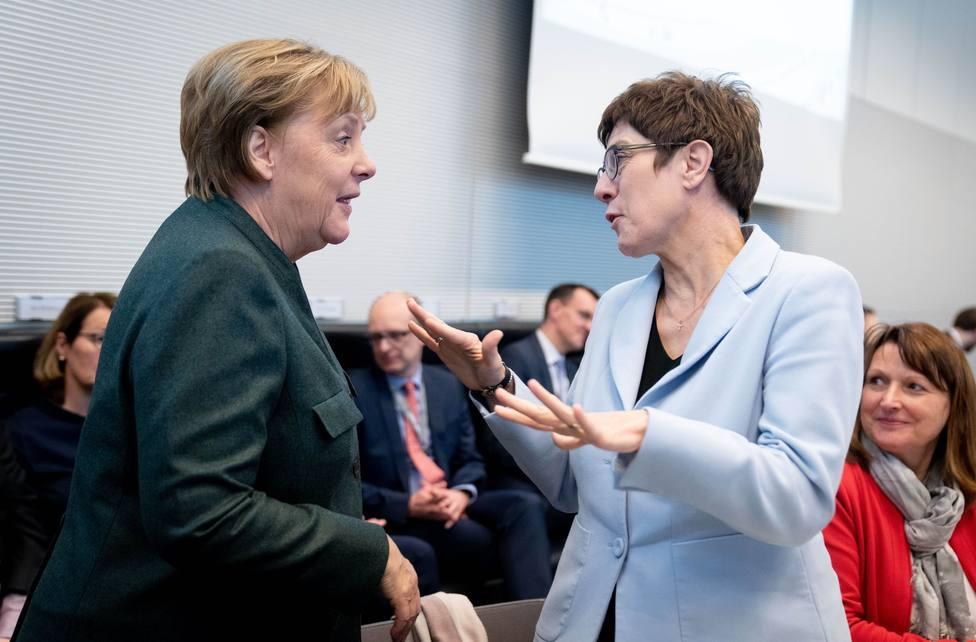 El SPD avisa de que romperá la gran coalición si Merkel se va