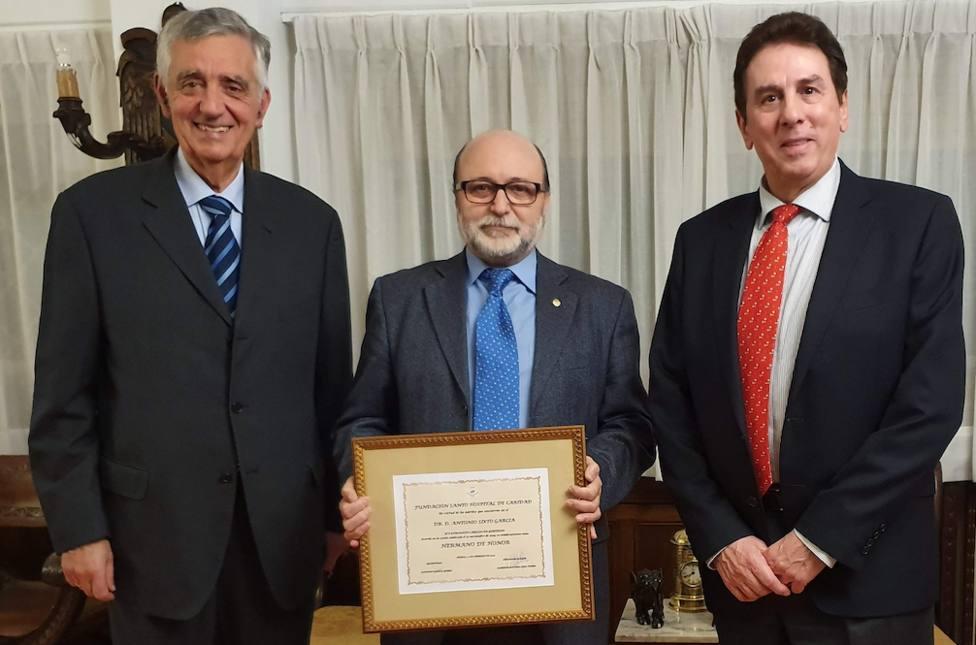 De izquierda a derecha, Alberto Lens, Antonio Sixto García y Francisco Soriano - FOTO: Hospital Juan Cardona