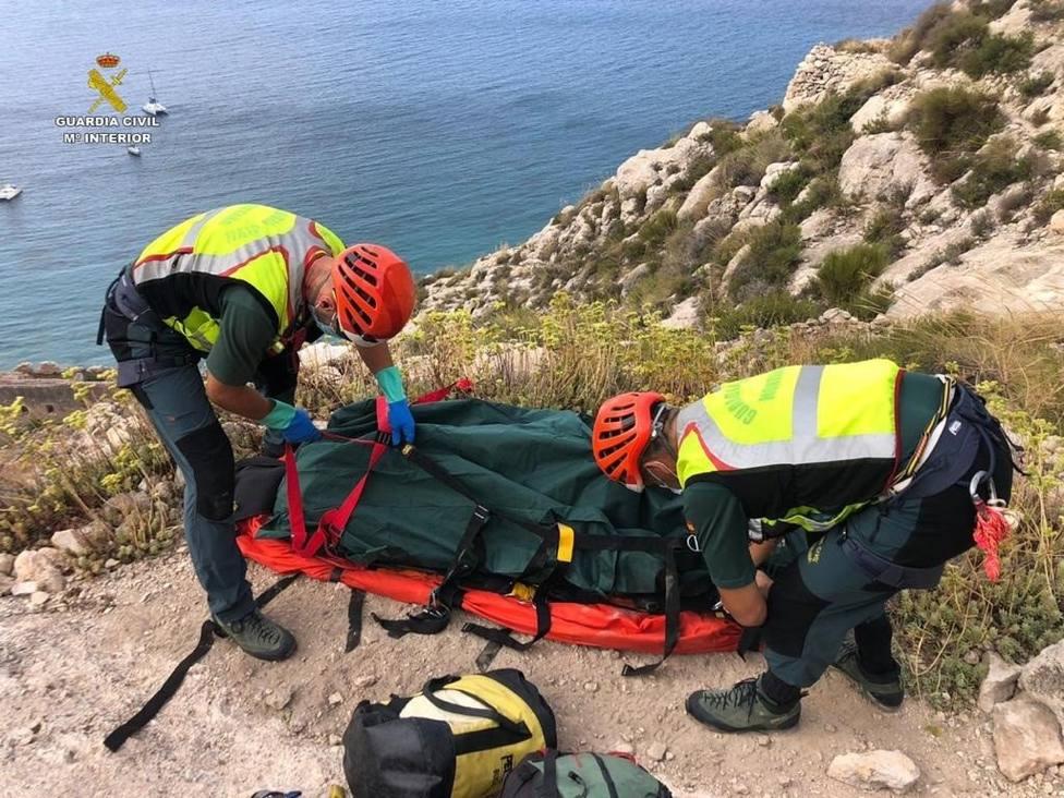 Rescatado el cuerpo de un hombre en una cueva de Las Negras