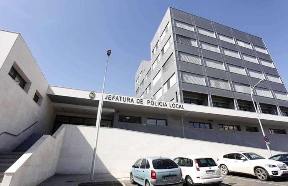 Ataca a tres policías con unas tijeras cuando acudían a auxiliar a una mujer maltratada en Almería