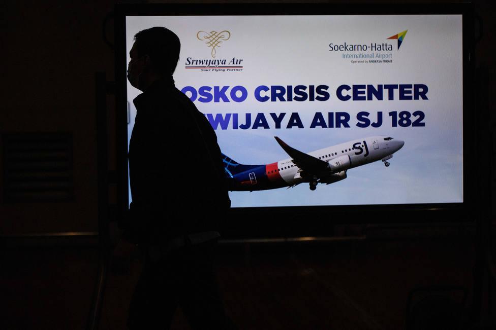 Indonesia busca los restos del avión con 62 personas que cayó al Mar de Java