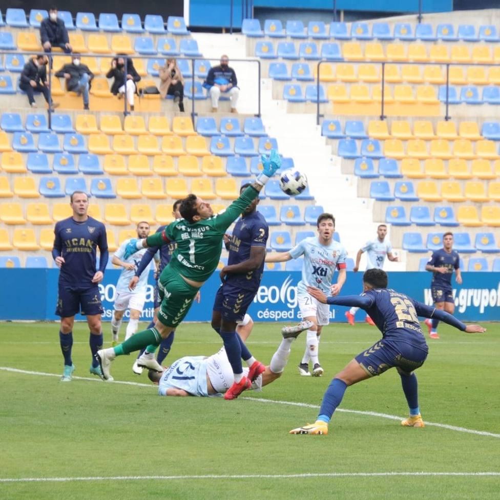 Biel Ribas detuvo dos penalties ante el Yeclano