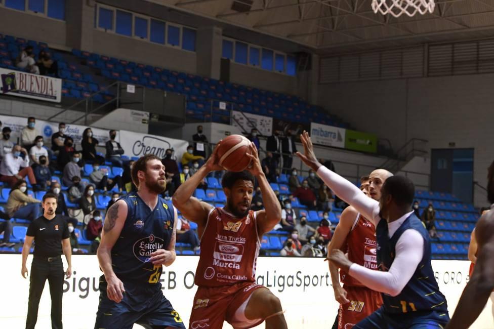 Importante victoria de Real Murcia baloncesto en la pelea por la permanencia