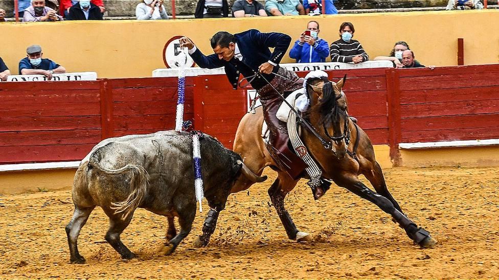 Diego Ventura durante su actuación este sábado en el festejo de rejones de Ávila