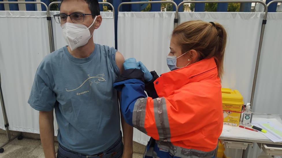 Este jueves y sábado se pueden vacunar contra la COVID personas de entre 30 y 39 años en la Costa y Alpujarra