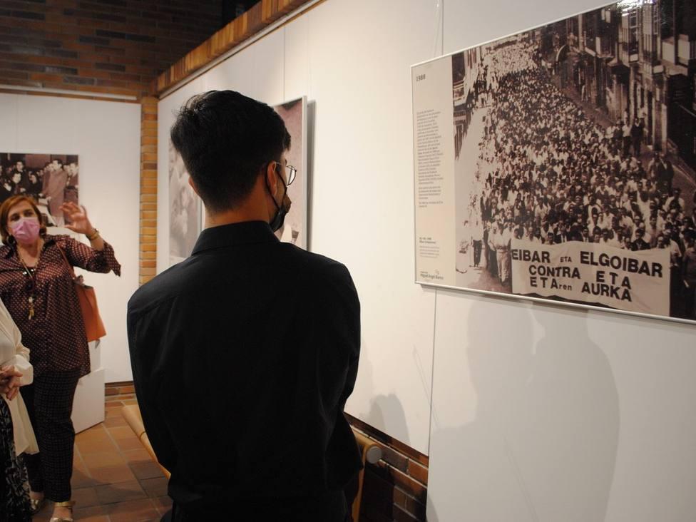 Exposición La voz de las manos blancas en Valdemorillo