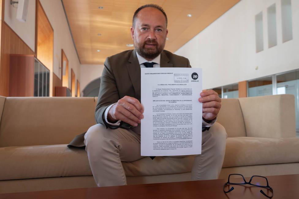 El Parlamento andaluz respalda la implantación del Grado de Medicina en la UAL para el curso 2022-2023