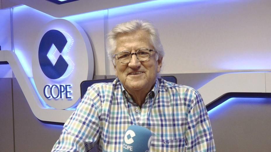 Pepe Domingo Castaño en el estudio de la Cadena COPE.