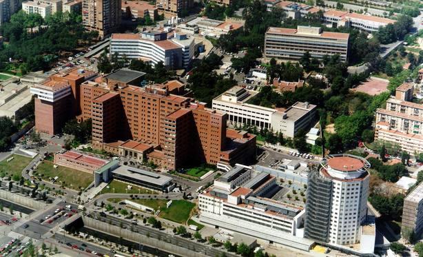 El bebé presuntamente agredido por su padre lleva cinco días en la UCI del Hospital Vall dHebron de Barcelona