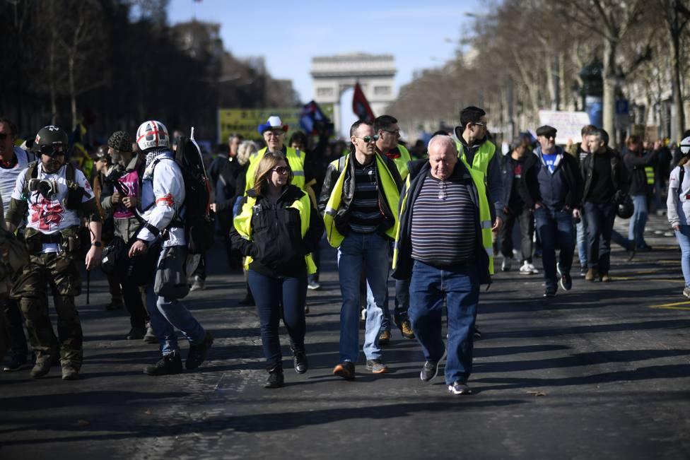 La Policía de París prohíbe a los chalecos amarillos manifestarse en los Campos Elíseos