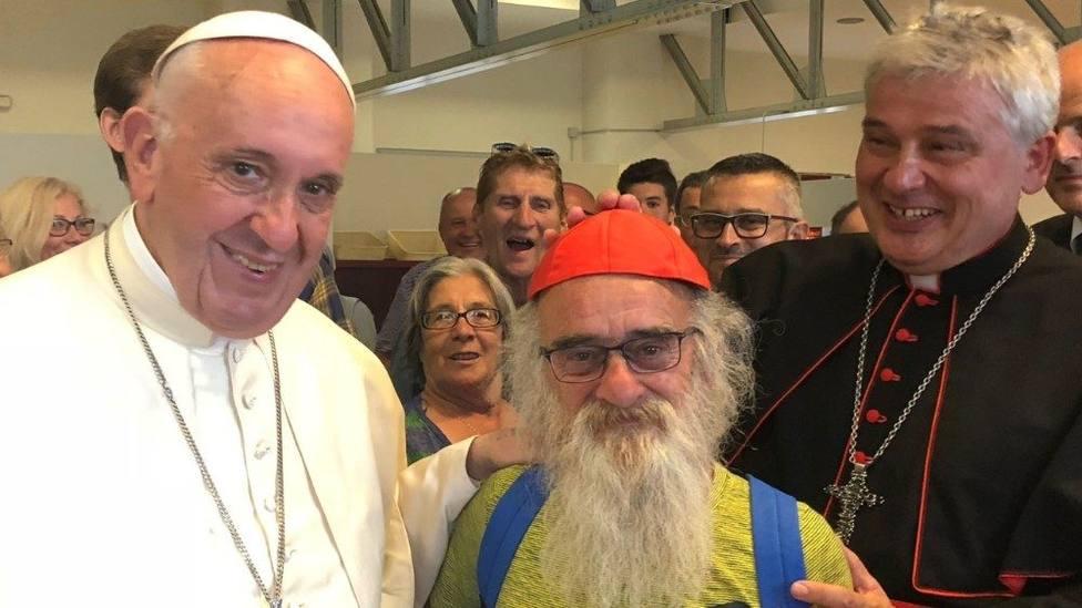 El sorprendente gesto de un cardenal en Roma que ha dado mucho de qué hablar