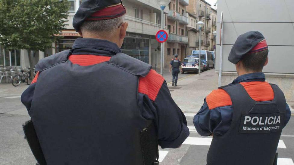 Peleas, trifulcas y apuñalamientos: así se ha convertido Barcelona en un polvorín