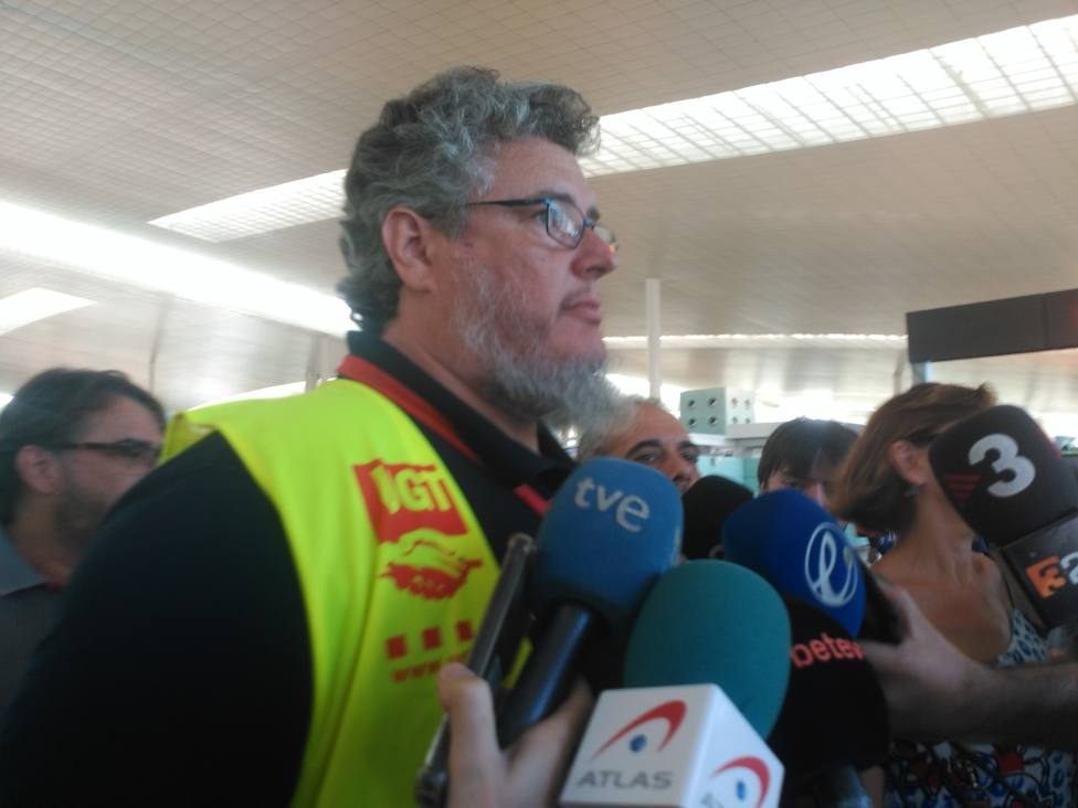 UGT asegura que dos de cada tres trabajadores de tierra de Iberia secundan la huelga en El Prat