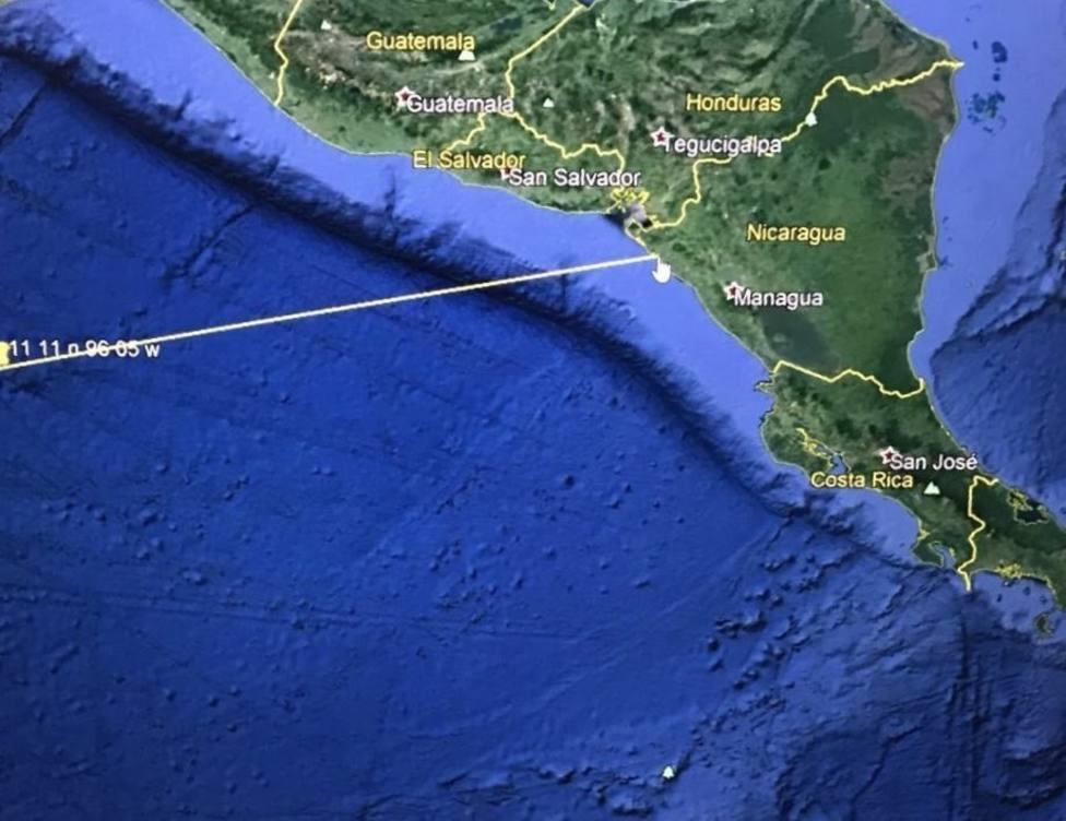 El presidente salvadoreño pide a la población costera desplazarse a zonas más altas por riesgo de tsunami