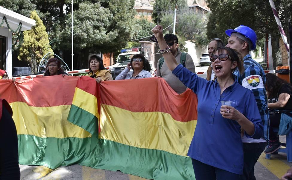 Calma en la embajada española y vigilia en la residencia mexicana en Bolivia