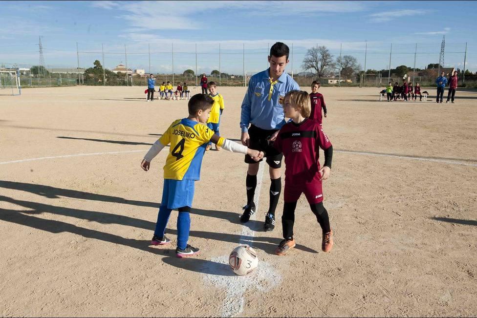 Un Trofeo Carabela con anuncio para el fútbol base