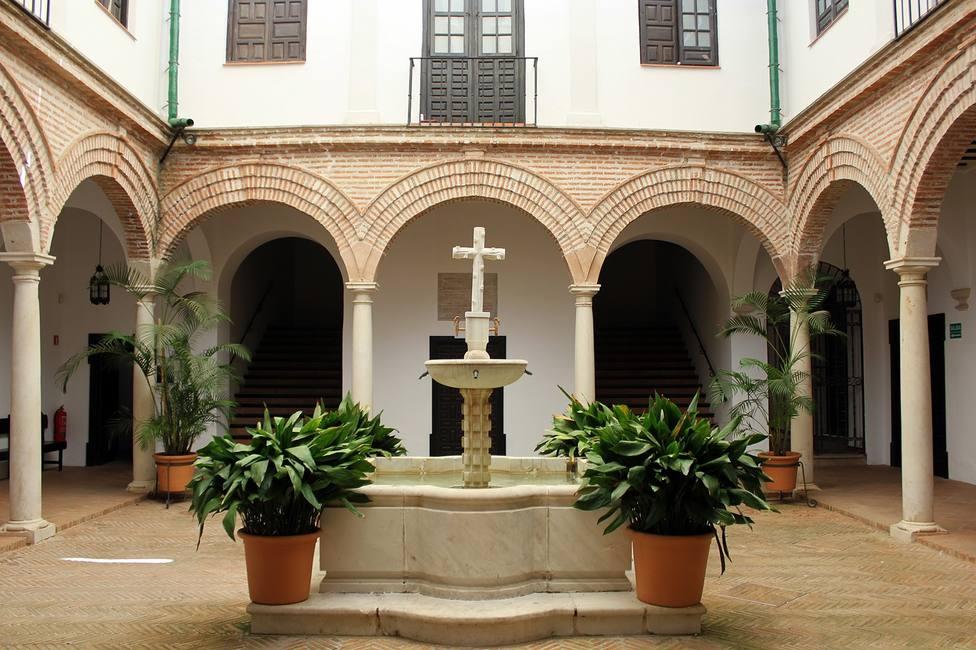 La Agrupación de Cofradías de Málaga sigue atendiendo a los abonados