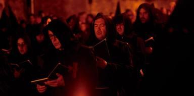 En Cuenca, el Cristo de la Vera Cruz es acompañado por coros en la procesión de las Siete Palabras