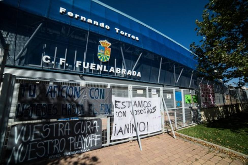 Banners in support of the players of CF Fuenlabrada