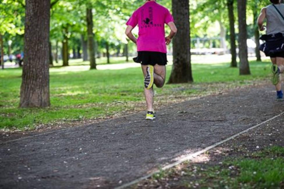 Corredores practicando running