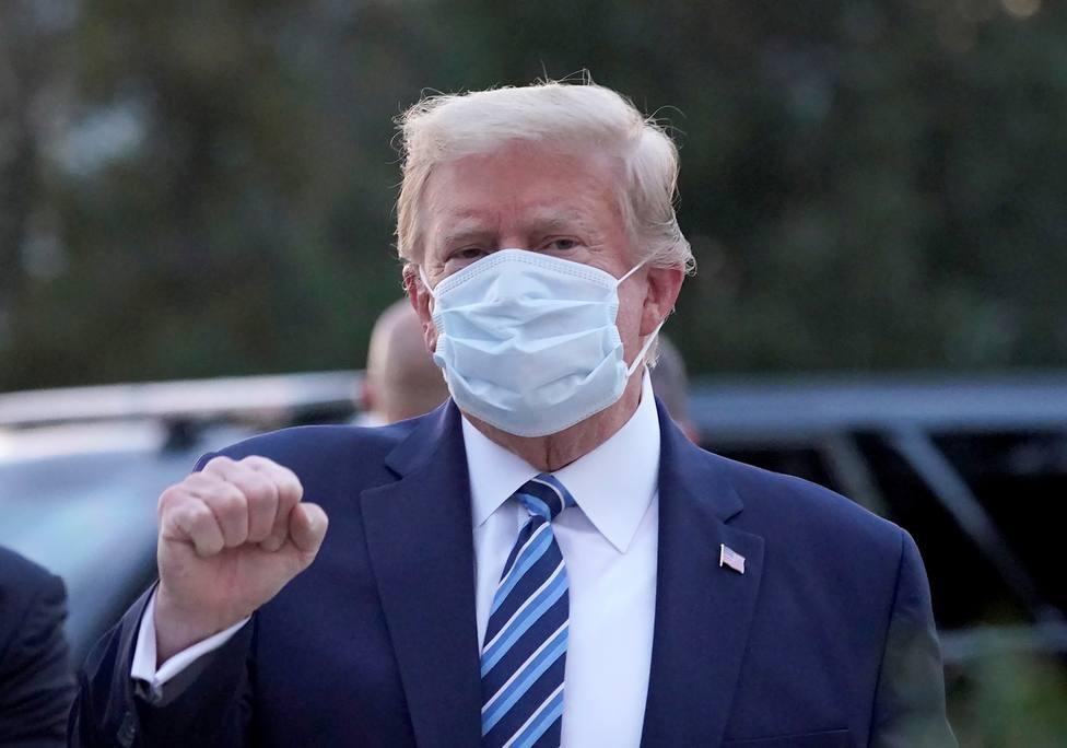 Donald Trump compara la covid-19 con la gripe y Facebook y Twitter censuran su mensaje