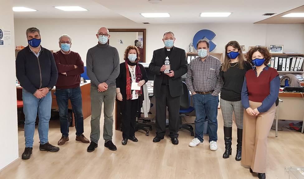 Foto de grupo de D. Luis Ángel de las Heras con la plantilla de COPE Ferrol