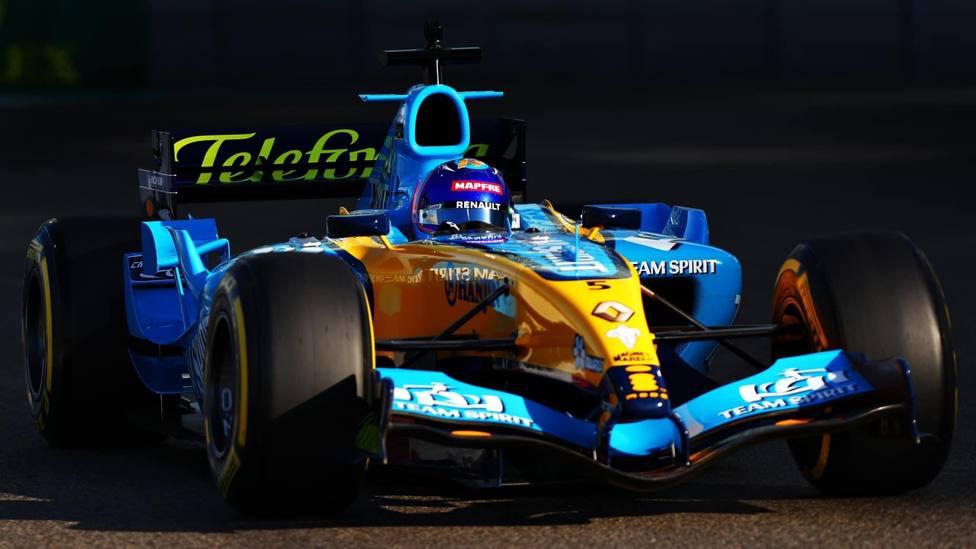 Fernando Alonso vuelve a pilotar el Renault