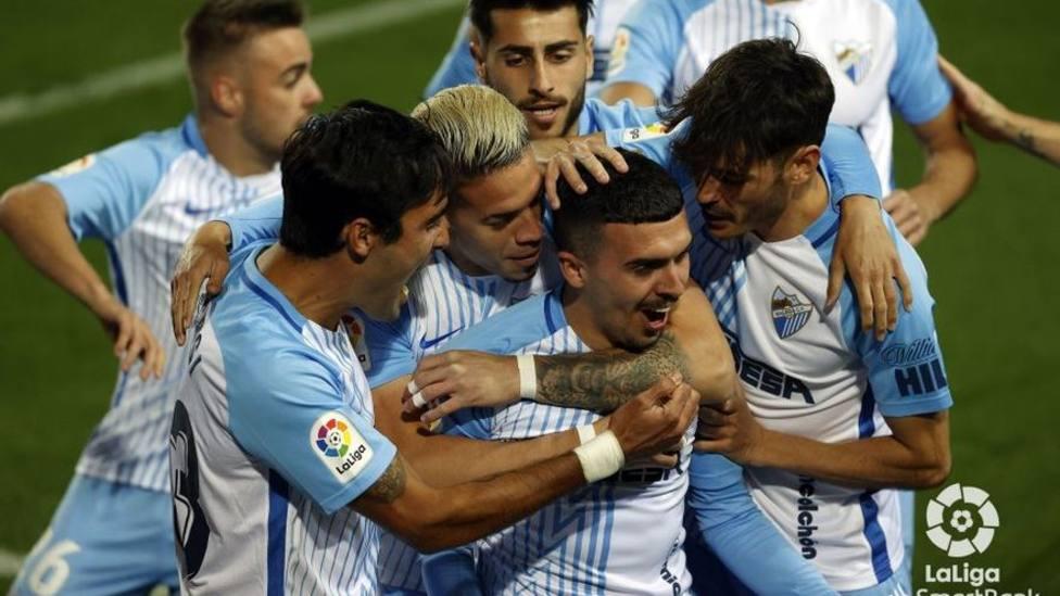 El Málaga celebra el gol de Joaquín a los tres minutos de partido.