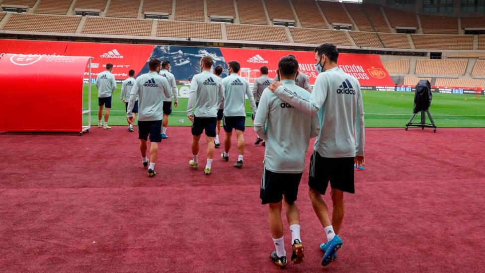 La Selección Española, en su último entrenamiento en La Cartuja, en Sevilla, antes de recibir a Kosovo