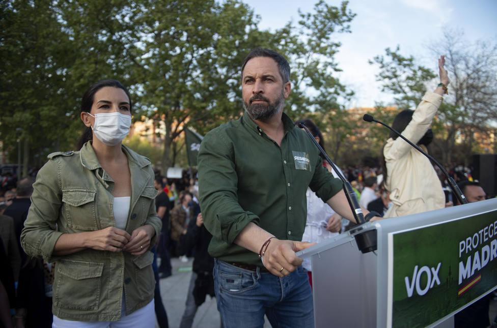 Cargas policiales y lanzamiento de piedras en el mitin de Vox en Vallecas