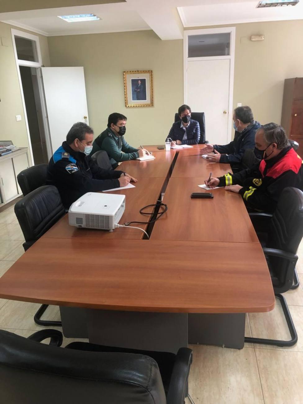 José Luis Casas en una reunión con la alcaldesa y miembros del grupo de gobierno