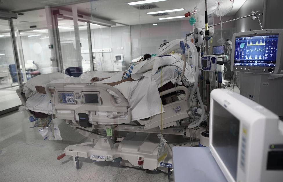 Un enfermo en una cama de UCI - Eduardo Parra - Europa Press - Archivo
