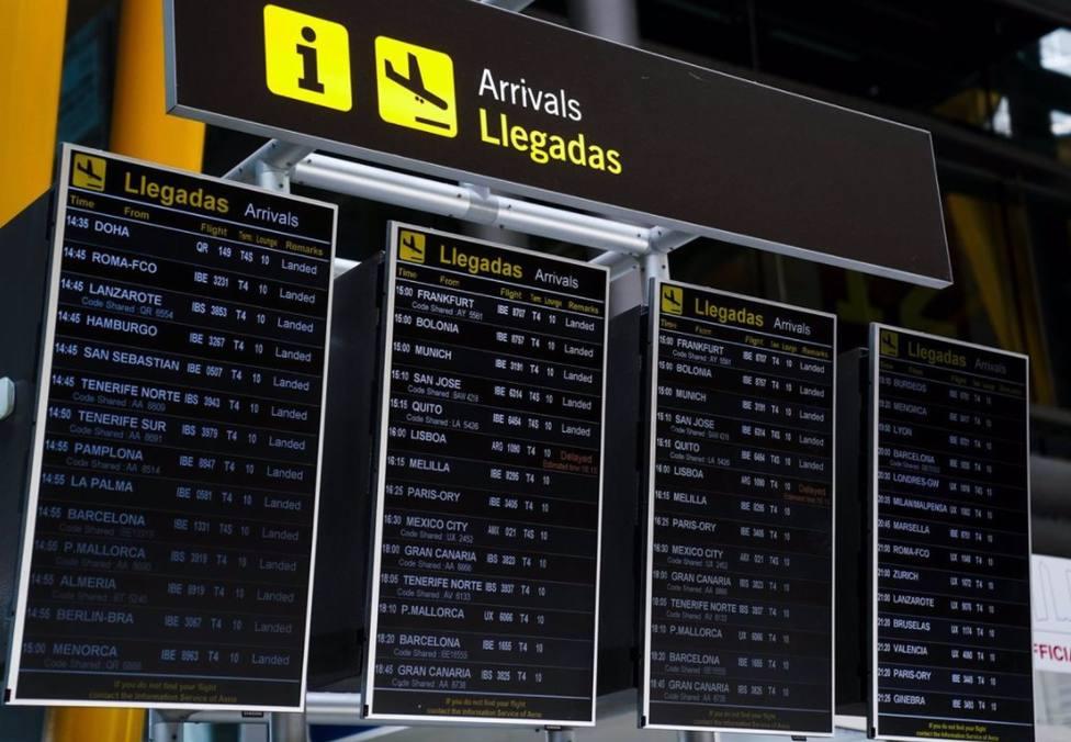 Panel de llegadas del aeropuerto de Madrid