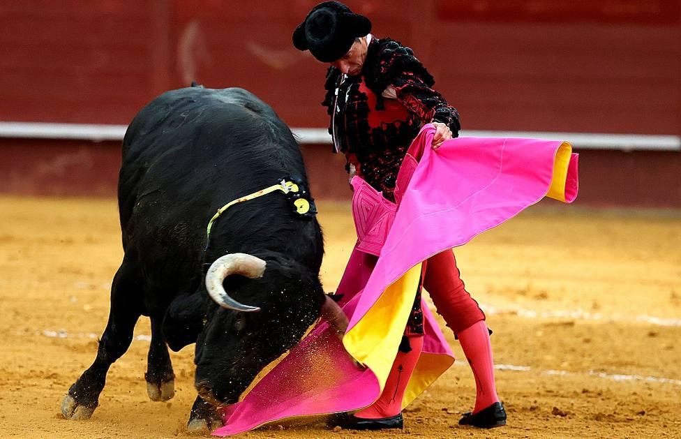 Diego Urdiales en una verónica de recibo a su primer toro de Victoriano del Río en Vistalegre