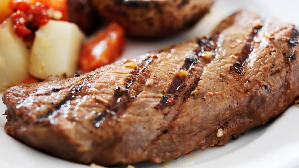 El truco infalible para no arruinar un buen filete a la plancha: quedará en su punto