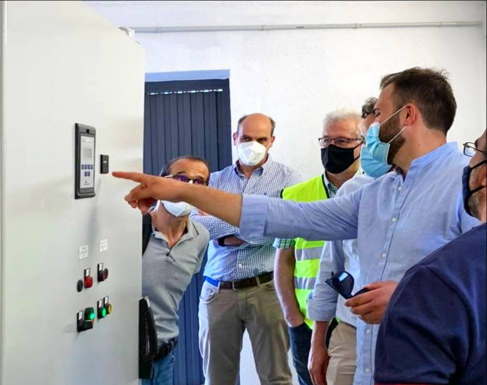 Salaya visita las obras del nuevo bombeo desde el Almonte tras su finalización