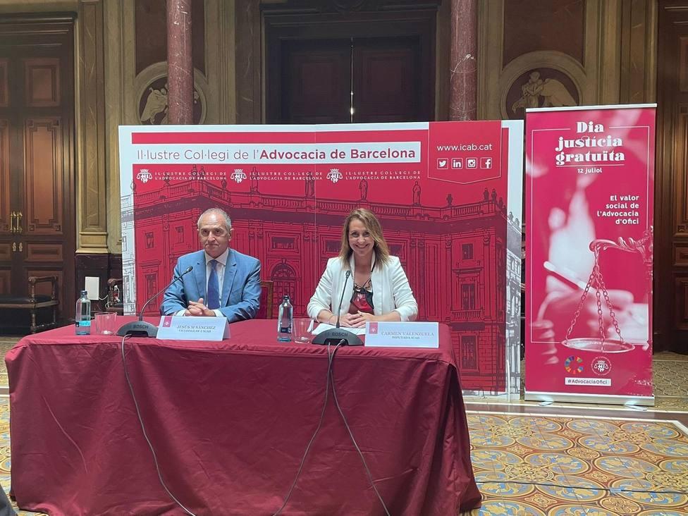 El vicedecano del icab, Jesús M. Sánchez, y la diputada de la junta de Govern responsable del Turno de Oficio,