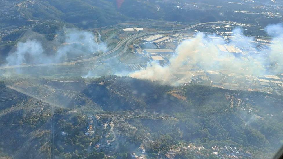 Incendio en Castellví de Rosanes @bomberscat