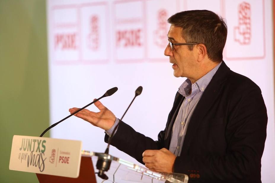 Patxi López afirma que el PSOE va a Cataluña con una mano a defender la Constitución y con otra a hablar